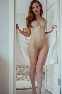 Romántica modelo privada Katy Berlin escort masaje erótico órdenes de sexo